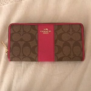 Coach Wallet *NEVER BEEN USED*